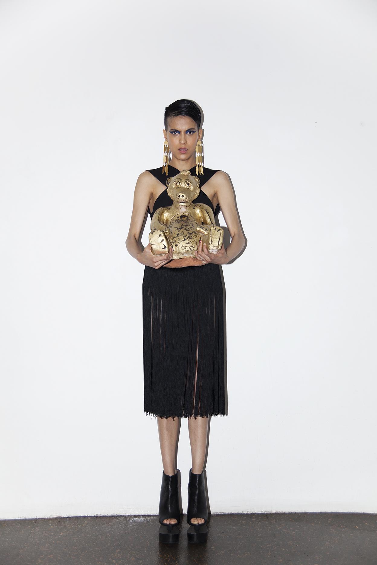 Vestido y zapatos de la estilista, pieza de arte  Lorenzo Núñez.
