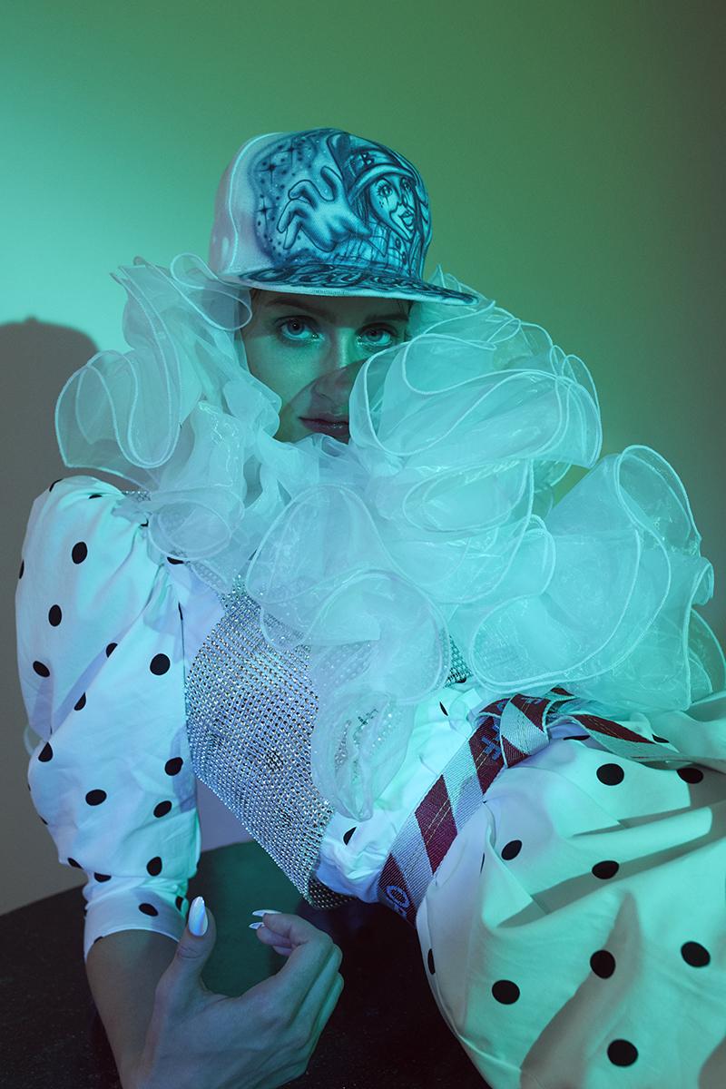 vestido   Topshop   gorra del mercado de Tepito   cinturón   Off-White   medias   H&M   blusa   Mimi   zapatos   Gucci