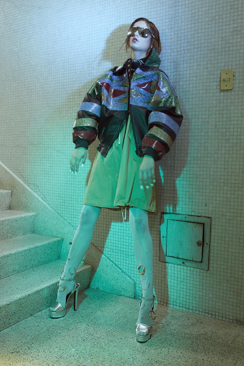 chaqueta   Paloma Lira   falda usada como vestido   H&M Studio   medias   American Apparel   sandalias de plataforma   Gucci   lentes   Dior