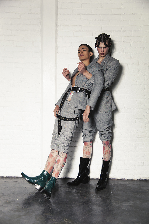 Trajes  Galo Bertín , medias  H&M,  botas  CALVIN KLEIN,  cinturón  NDA