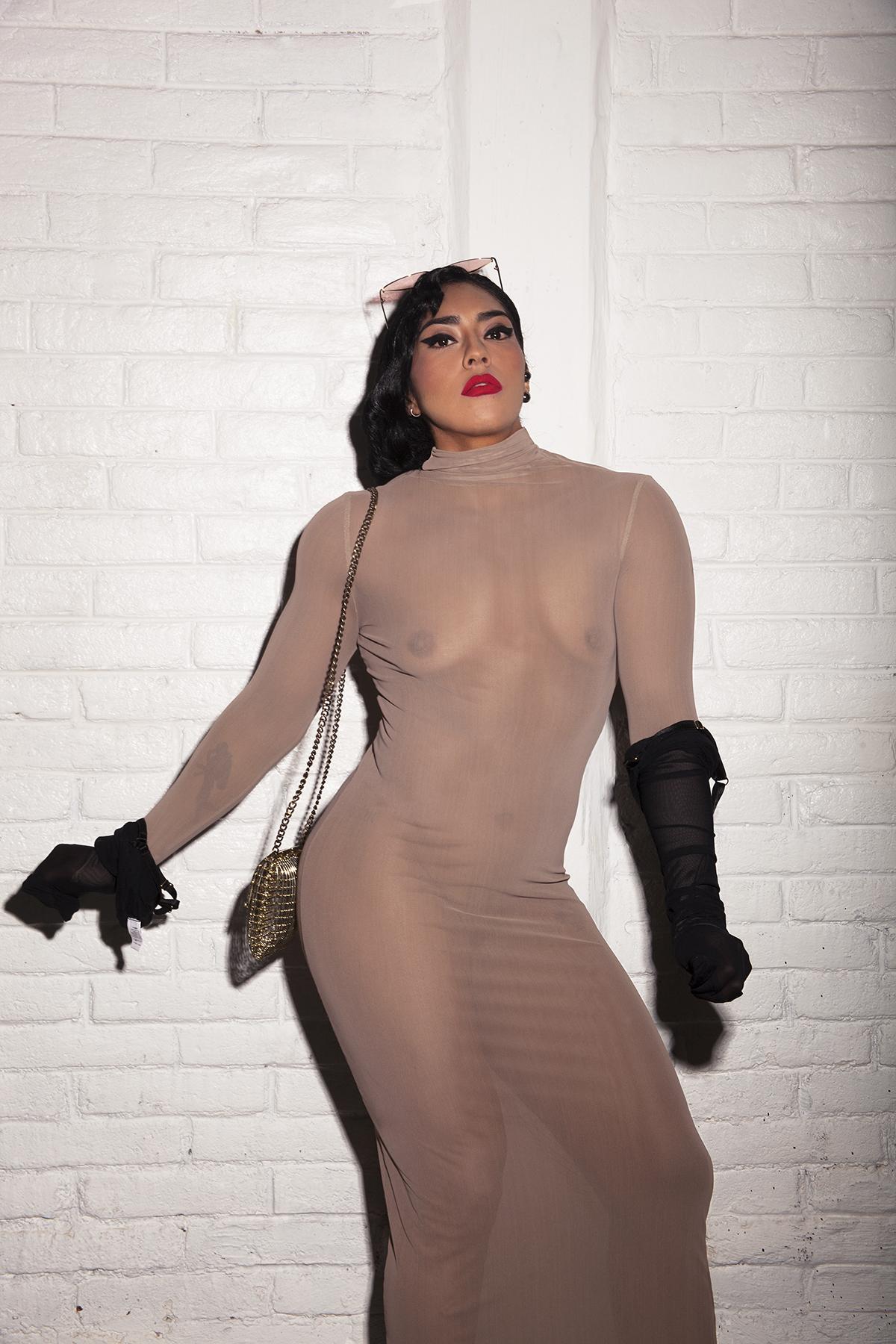 Vestido:  Ale Quesada   Liguero usado como guantes:  Marika Vera