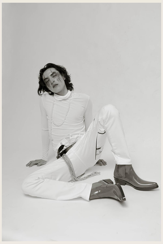 Top cuello alto: Ale Quesada  Botas: Calvin Klein  Pantalón: Calvin Klein