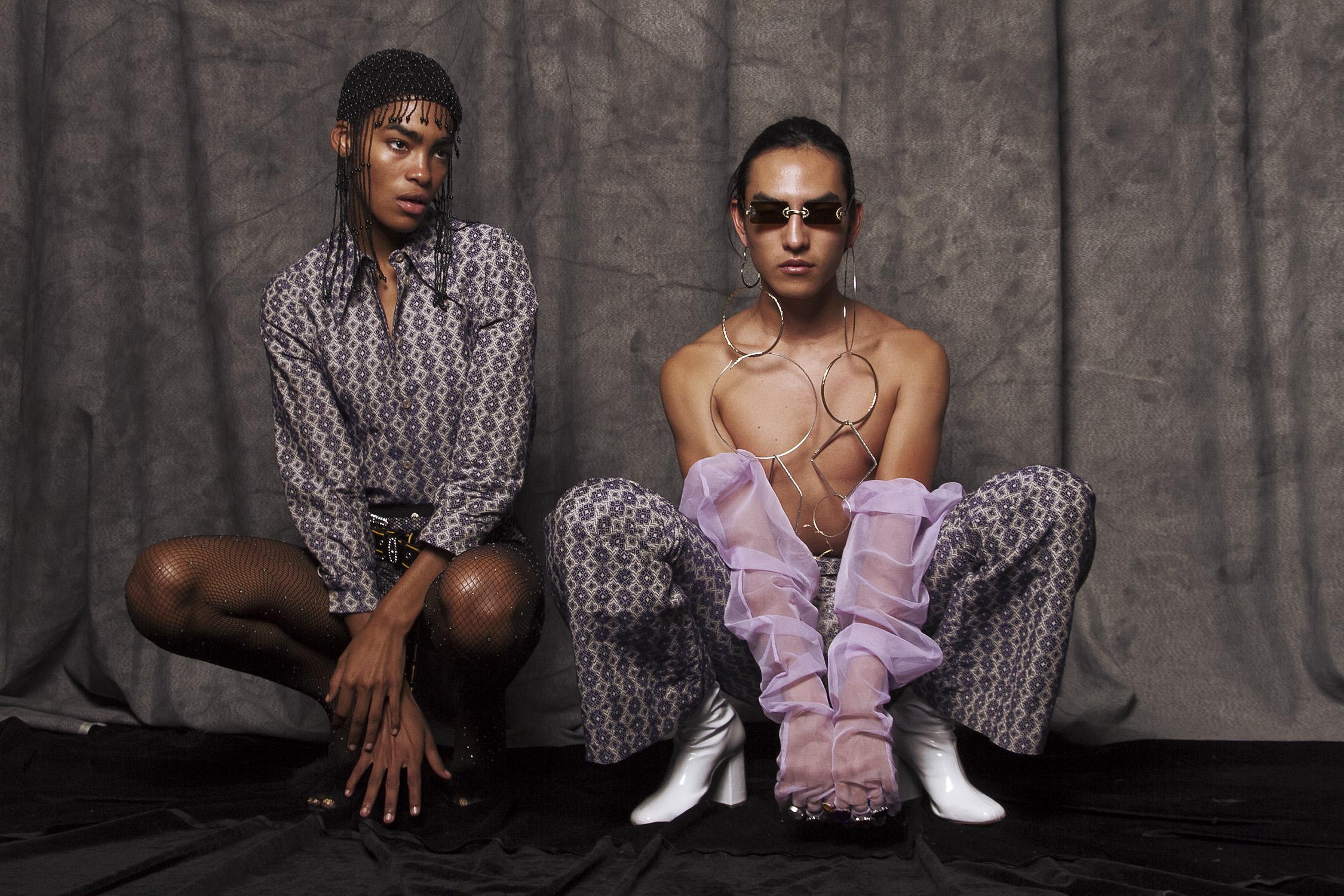 Pantalón  Gucci,  botas  Glitter for dinner,  aretes  f21,  lentes  Boy London,  guantes  Eva Urias.  Headpiece vintage  camisa  Gucci,  medias  Zara,  zapatos  Oysho,  cinturón  nda.