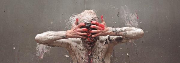 Foto: Didier Carluccio.   Performance: Transfiguration, Olivier de Sagazan.