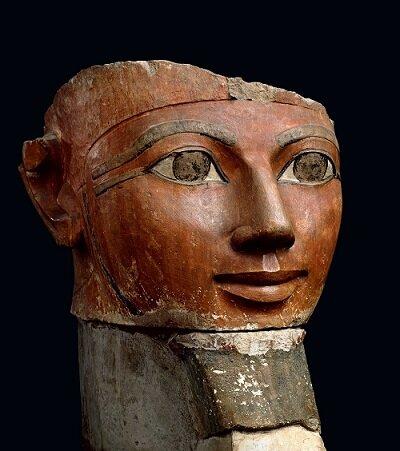 Estatua de Hatshepsut, reina-faraón de la dinastía XVIII.