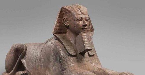 Estatua dual de Hatshepsut, representada con el tocado tradicional del faraón en un cuerpo de felino.