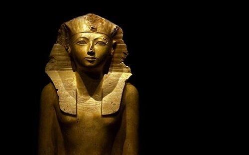 Estatua encontrada en la supuesta tumba de la reina/rey, en el Valle de los Reyes.