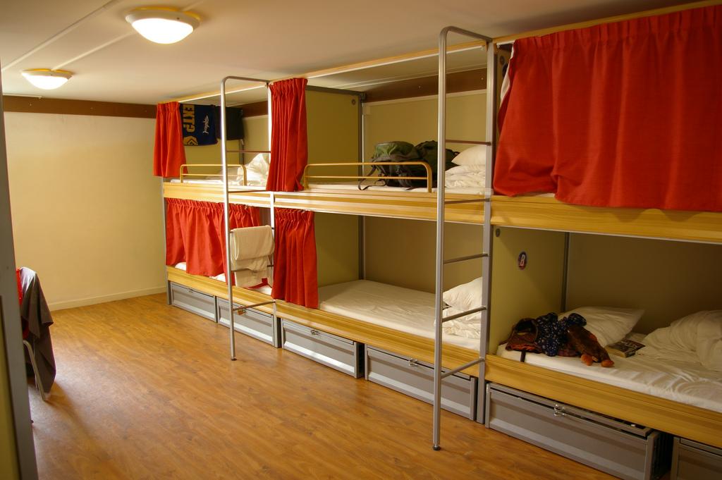 screw_the_average_hostel_bed_lodging.jpg