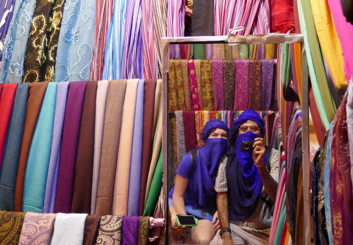 Marrakech Marrakesh Morocco Tourist Tips and travel information city guide how to what to know before you visit where to stay hotels riads souks bargain prices scarves scarfs purchasing cost hassle haggle shops shopping tips