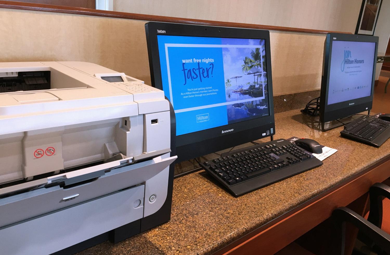 screw_the_average_travel_hack_printing_in_hotel.jpg