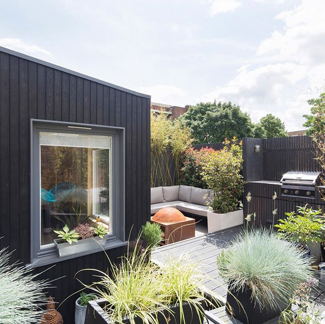 We are really pleased to reveal photographs of a recent project in Newington Green, North London. Our design provides a place of retreat in a busy urban environment including a charred timber extension and full refurbishment of the dwelling. Thanks again to @agnesesanvito for some wonderful photos!