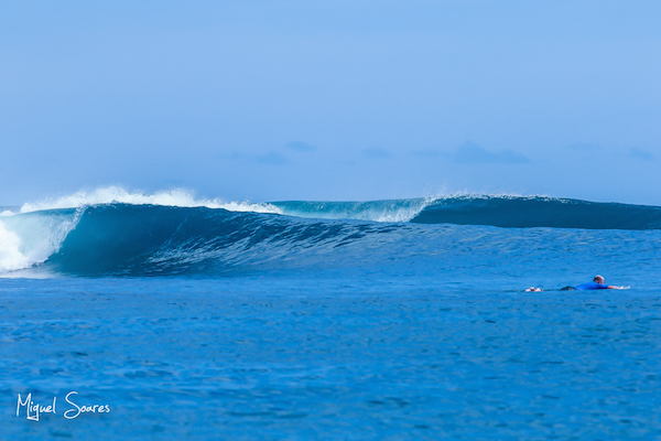 The first swell lines making their way to Lances Left.