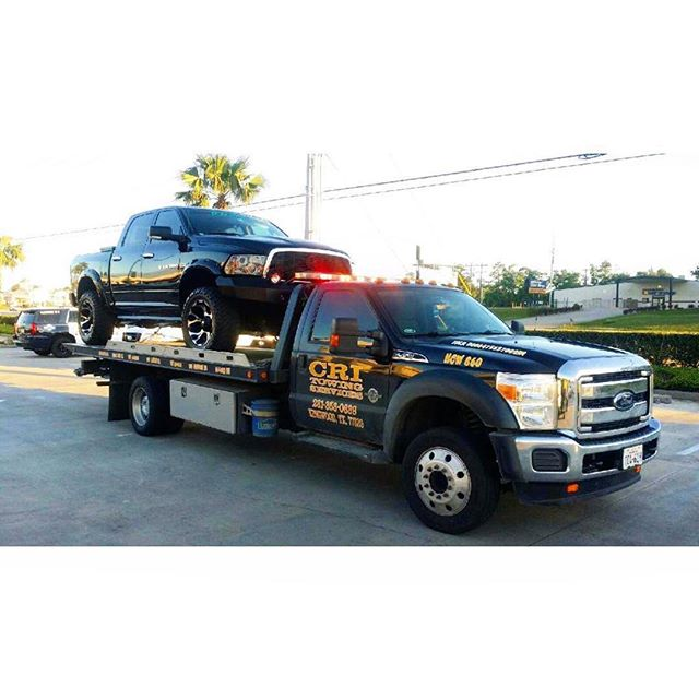Need a lift? We are ready to take yah to your preferred shop 🔧 . . #CRItowing #towing #Towtruck #Houston #Texas #tow #truck