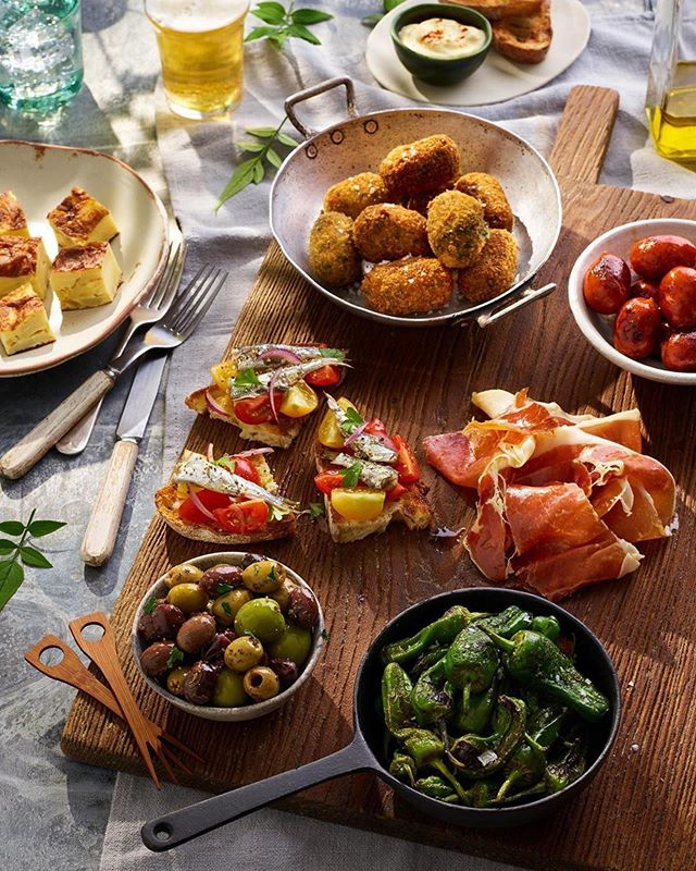 It's quite apt that tonight I'm off to Ibiza, and I also finally have a minute to share my recent tapas shoot! Cannot wait to get up to my eyeballs in croquetas 😍  Photography by @jamesleeshoots  Food styling by @sehammond89  Prop styling by me  Thank you guys, really fun/delicious shoot!! Thank you @topham_street & @chinaandcoprops  #chorizo #spanishtortilla #olives #jamónserrano #spinach #pinenut #croquettes #padrónpeppers #sardines #tomatoes #redonion #parsley #aioli #paprika #tapas #beer #spain #holidays #propstylist #propstyling