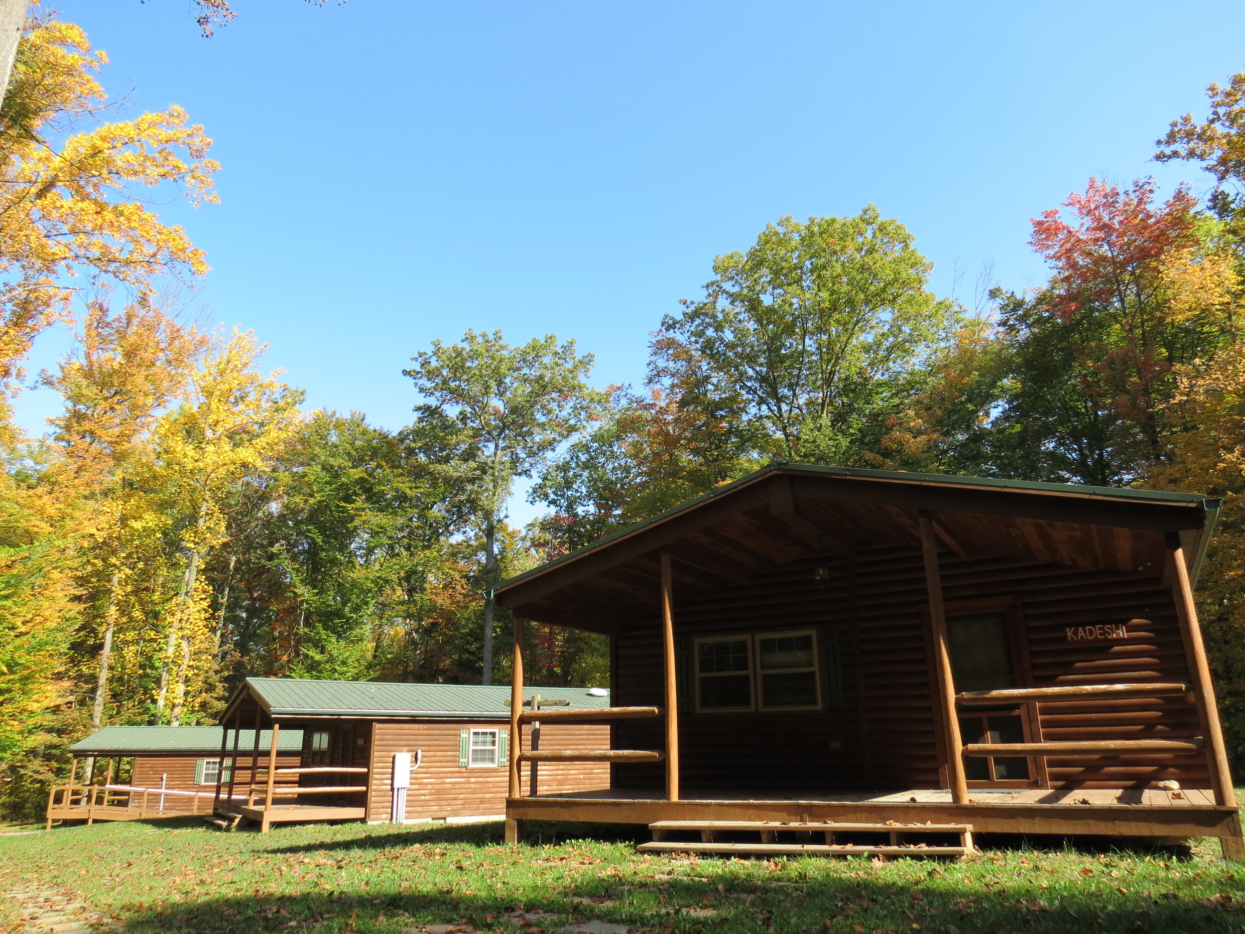 Log-Cabins-Fall-10-19-2016-01.JPG