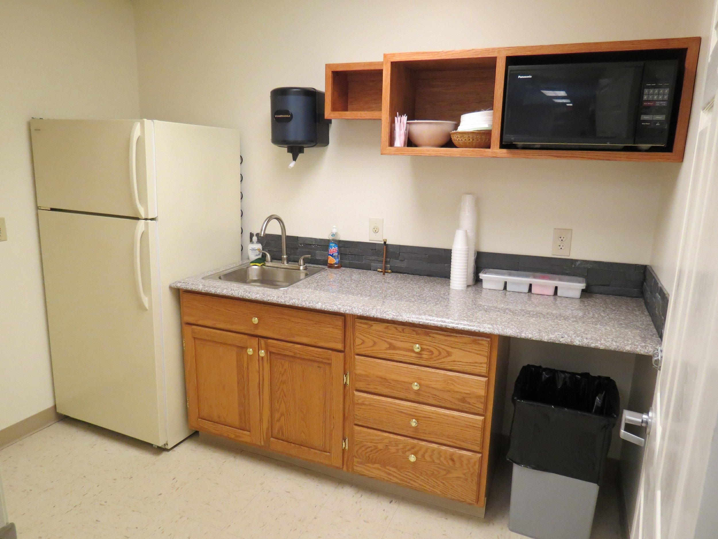 Poplar-Kitchenette-03-21-2015-01.JPG