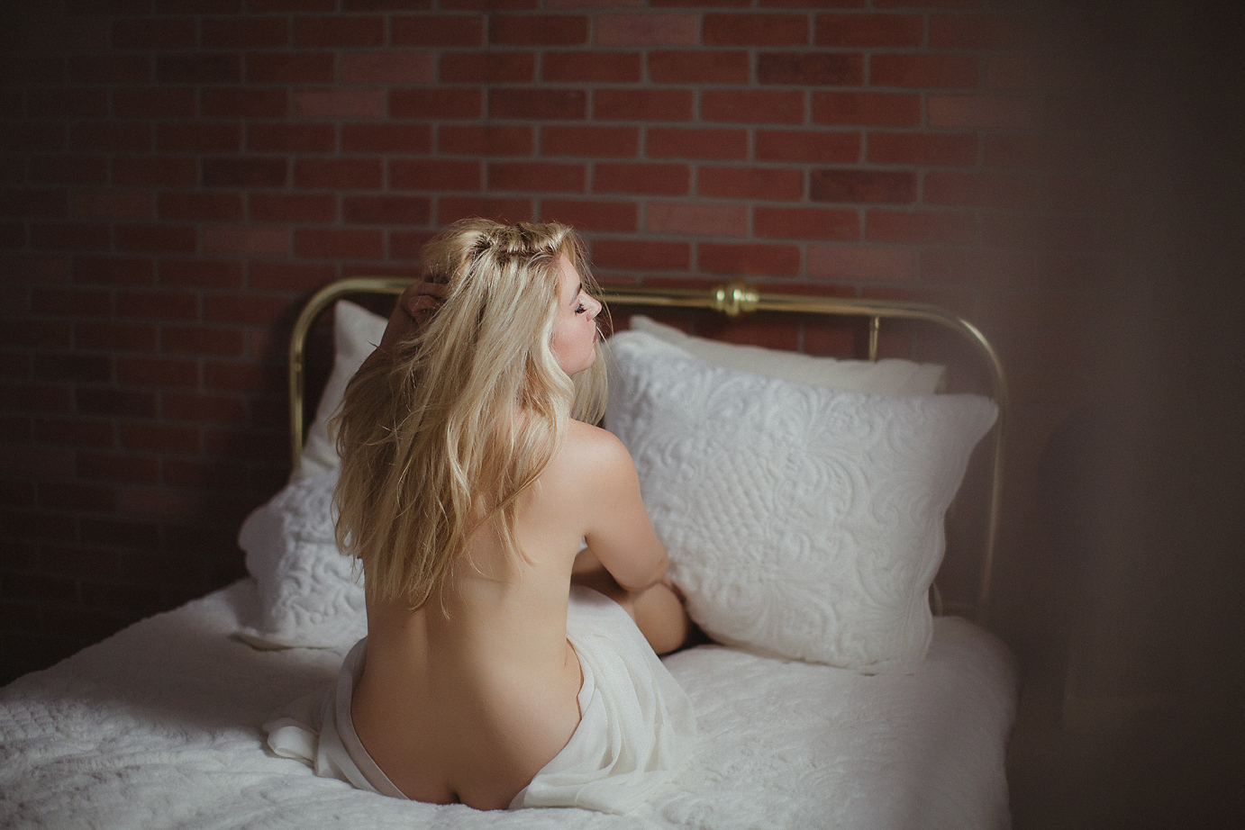 orange-county-boudoir-photography-studio-sexy-naked-nude-gorgeous-bedroom.jpg