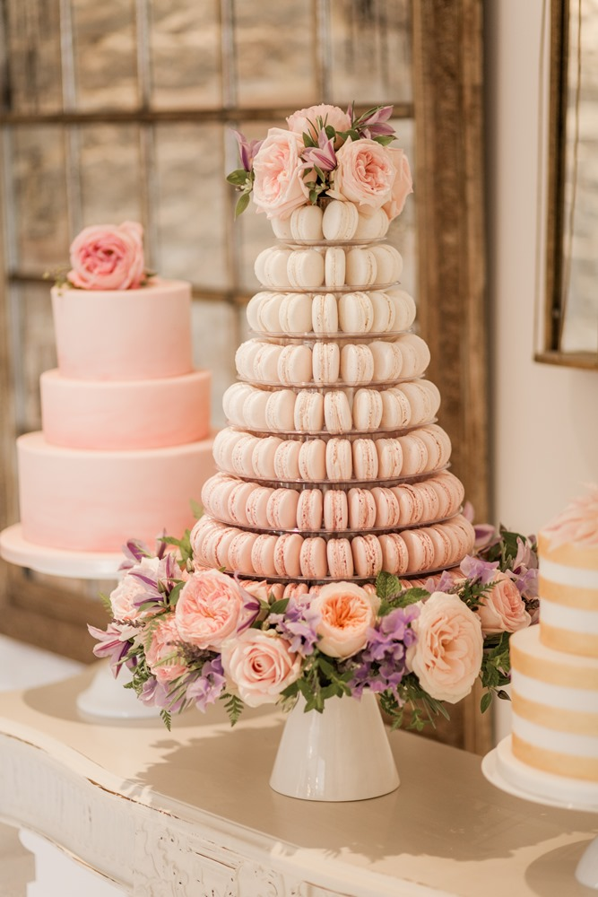 Who doesn't love macaroons?! These little beauties are perfect for weddings--or any occassion, really. Macaroon wedding cake by  Baking Chick .
