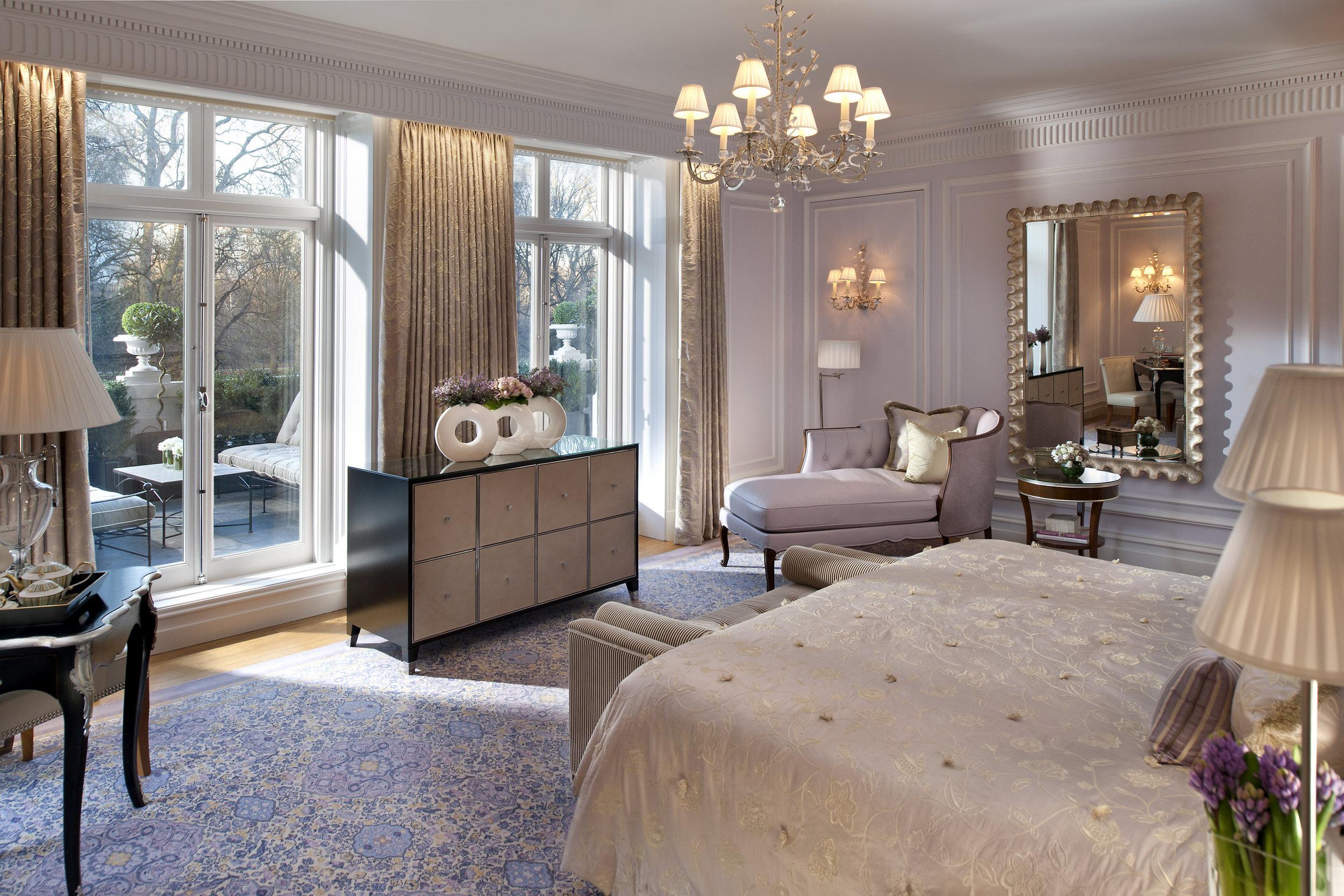 london-suites-royal-suite-bedroom-2.jpg