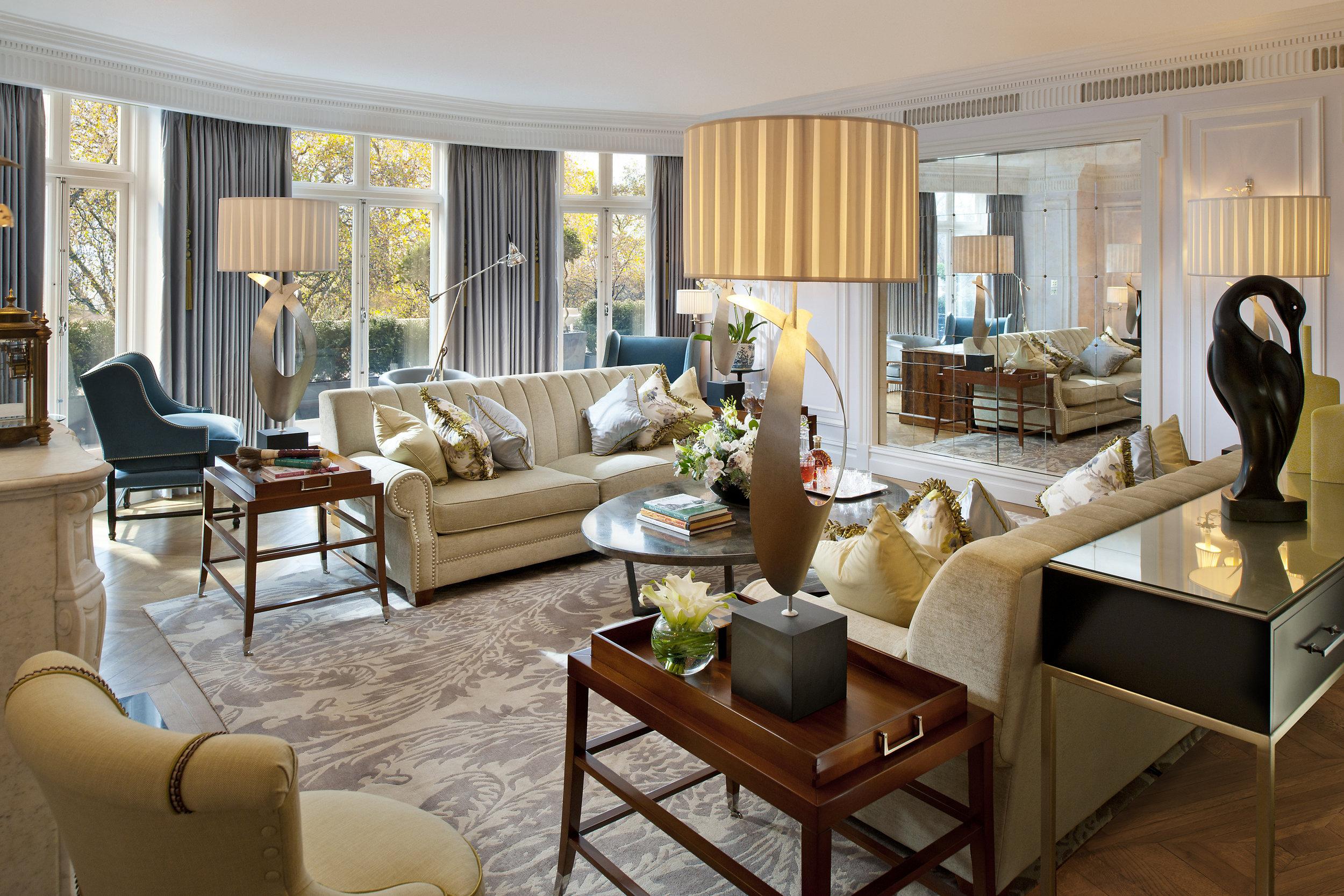 london-suites-royal-suite-living-1.jpg