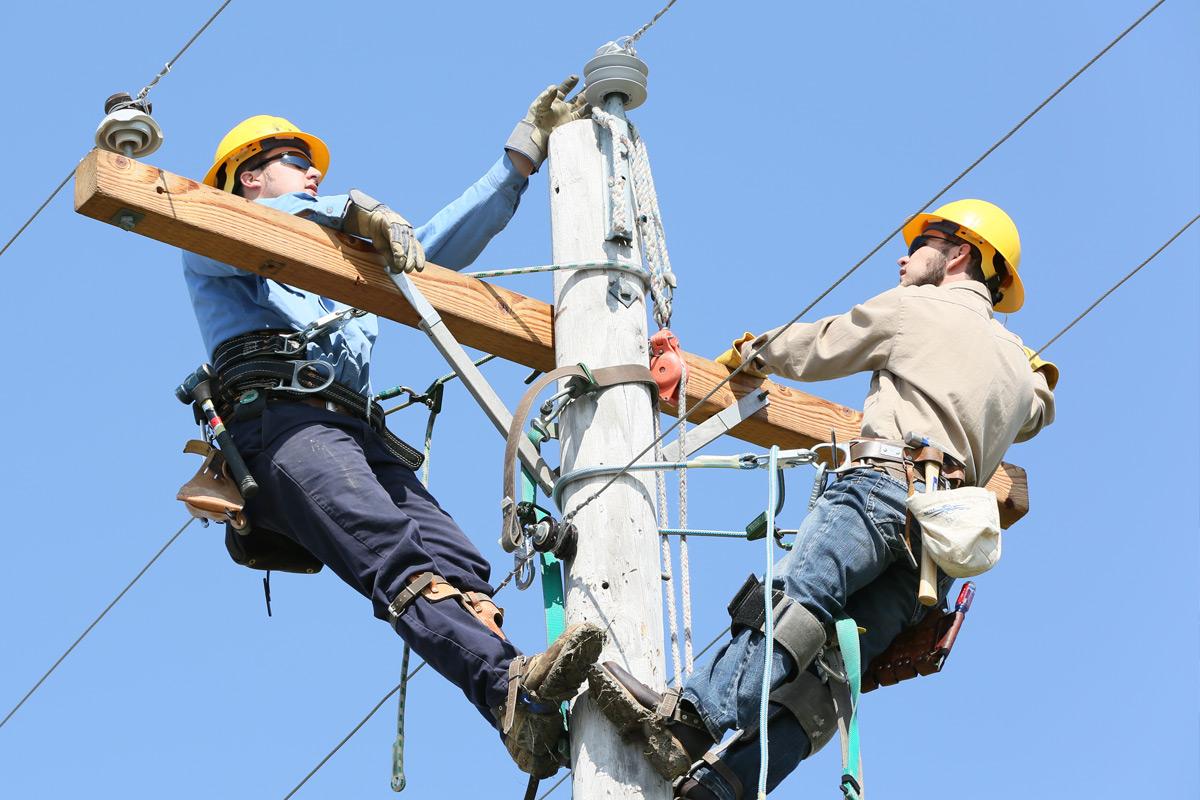 powerline poles_4c220e64d46f7_hires.jpg