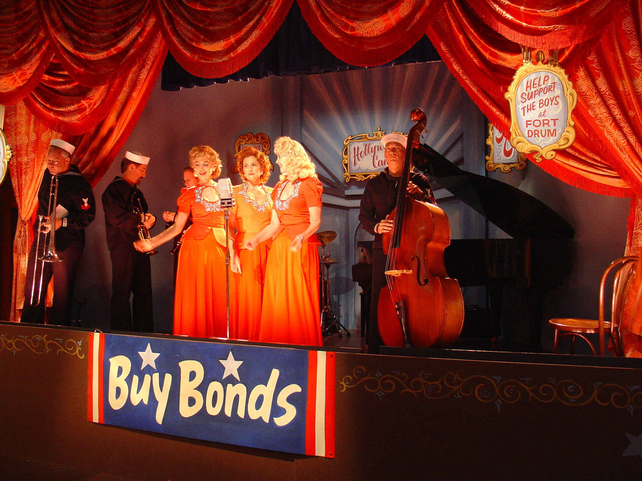 """The Swing Dolls on WB's """"Gilmore Girls"""""""
