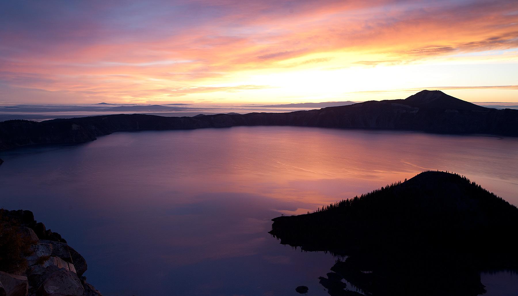 Crater-Lake-sunrise.jpg