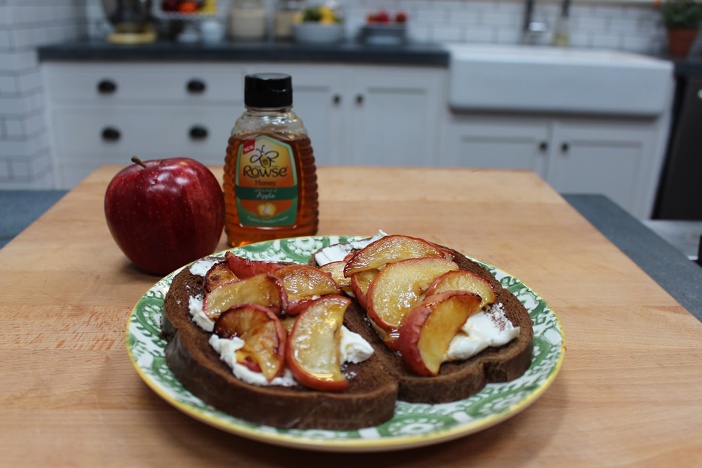 apple-toast-rowse.jpg