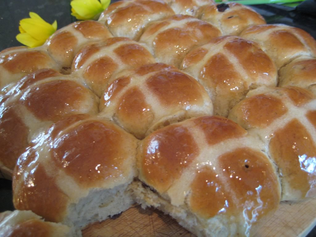 simple hot cross buns recipe