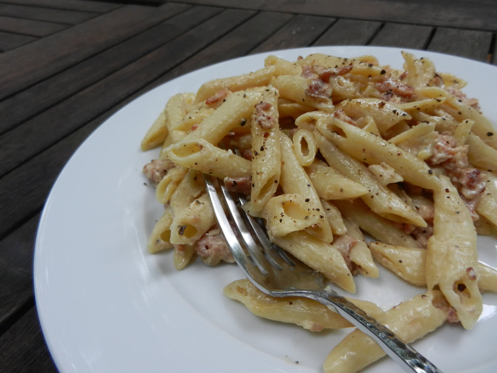 Penne pasta with cream and bacon recipe