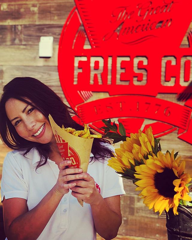 This is what you post when you're so  excited about your new business that you nearly forget it's your birthday!! and my cake today is a cone of fries 🍟 👌🏻❤️ thanks for all your lovely birthday wishes everyone 😘 swipe left for the best birthday card my daughter has got me so far! 🤣 . . . #happybirthdaytome #santamonica #fries #socal #vino