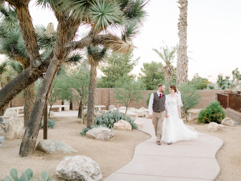 Joshua-Tree-California-Desert-Wedding-Bride-Groom-Golden-Hour-.jpg