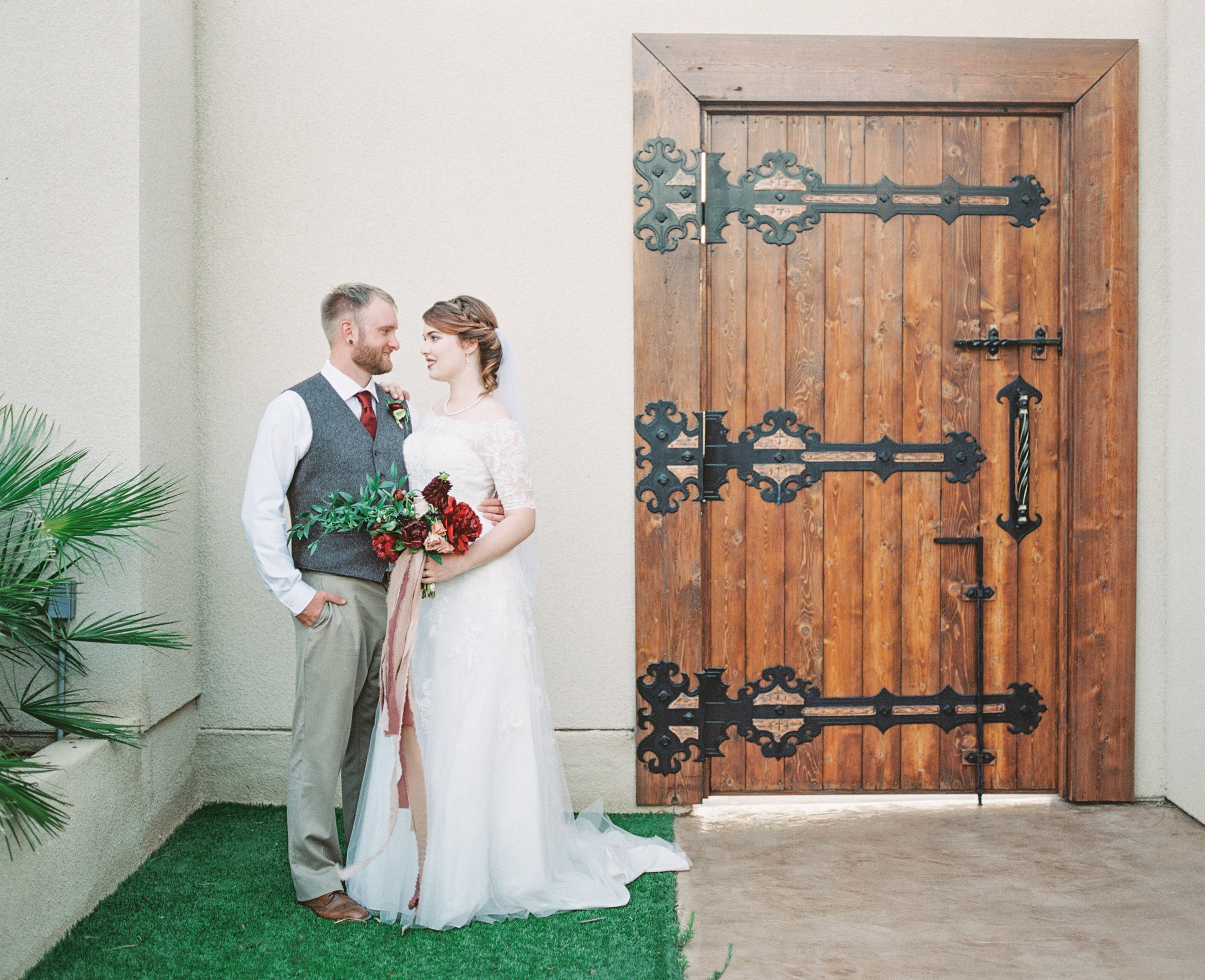Joshua-Tree-California-Wedding-Bride-Groom-Bridal-Bouquet.jpg