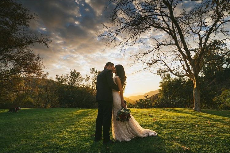 Pasadena-California-Golden-Hour-Bride-Groom-Romantic-Kiss.jpg