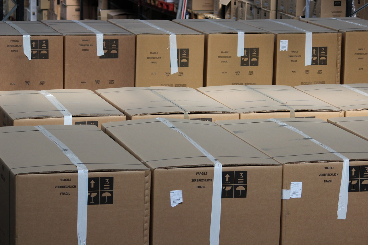 Moving Boxes – Plastic or Cardboard?