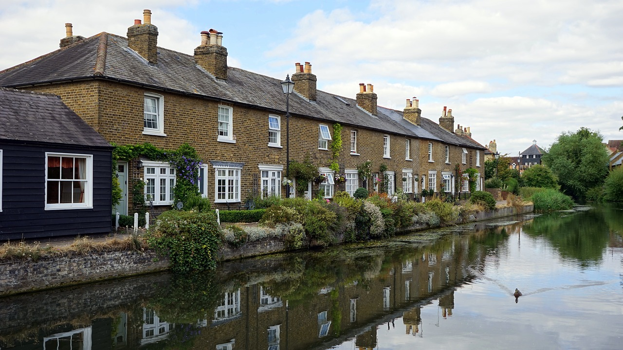 Estate agent or private landlord, what's best?
