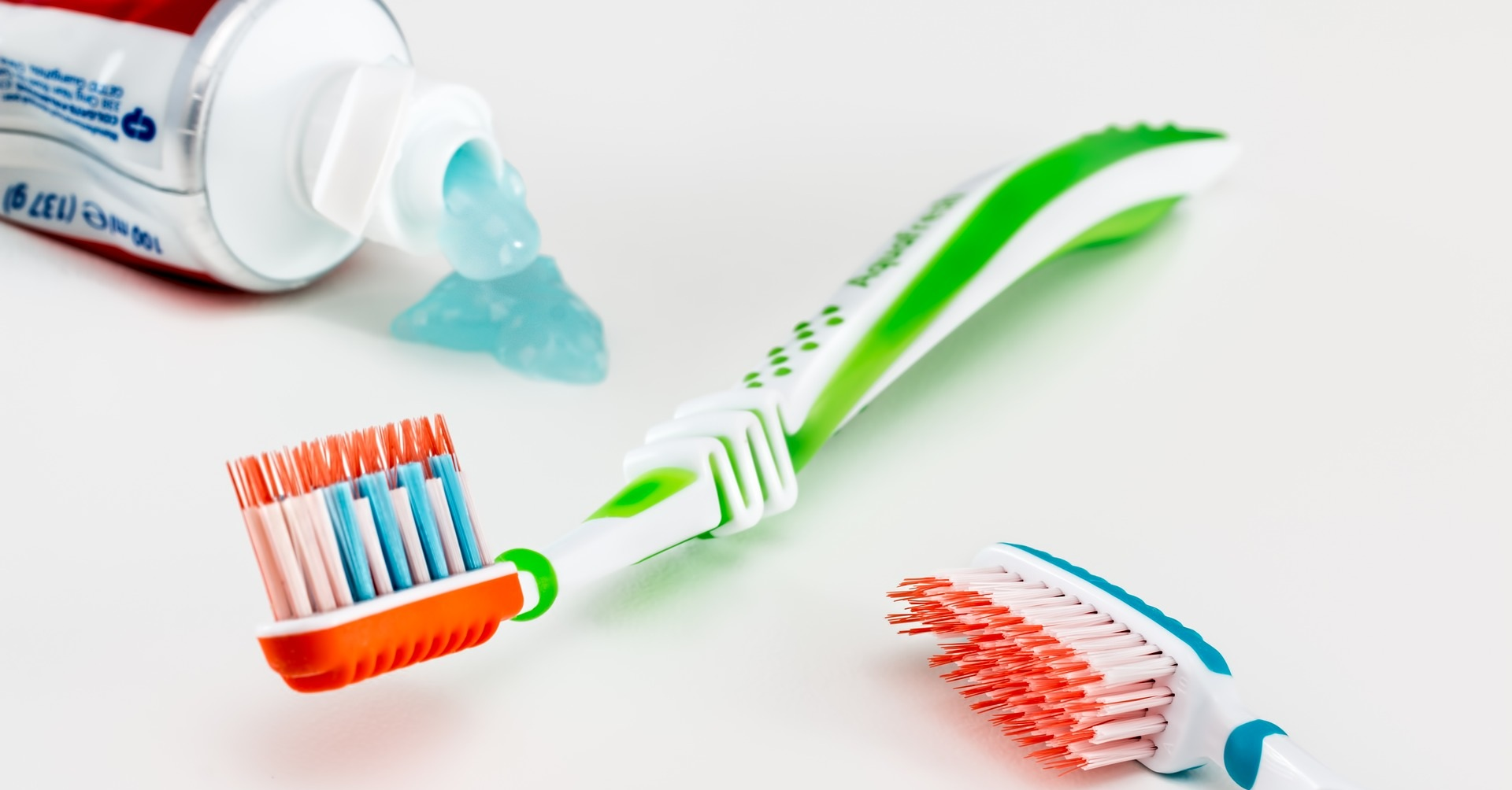 toothbrush-3191097_1920.jpg