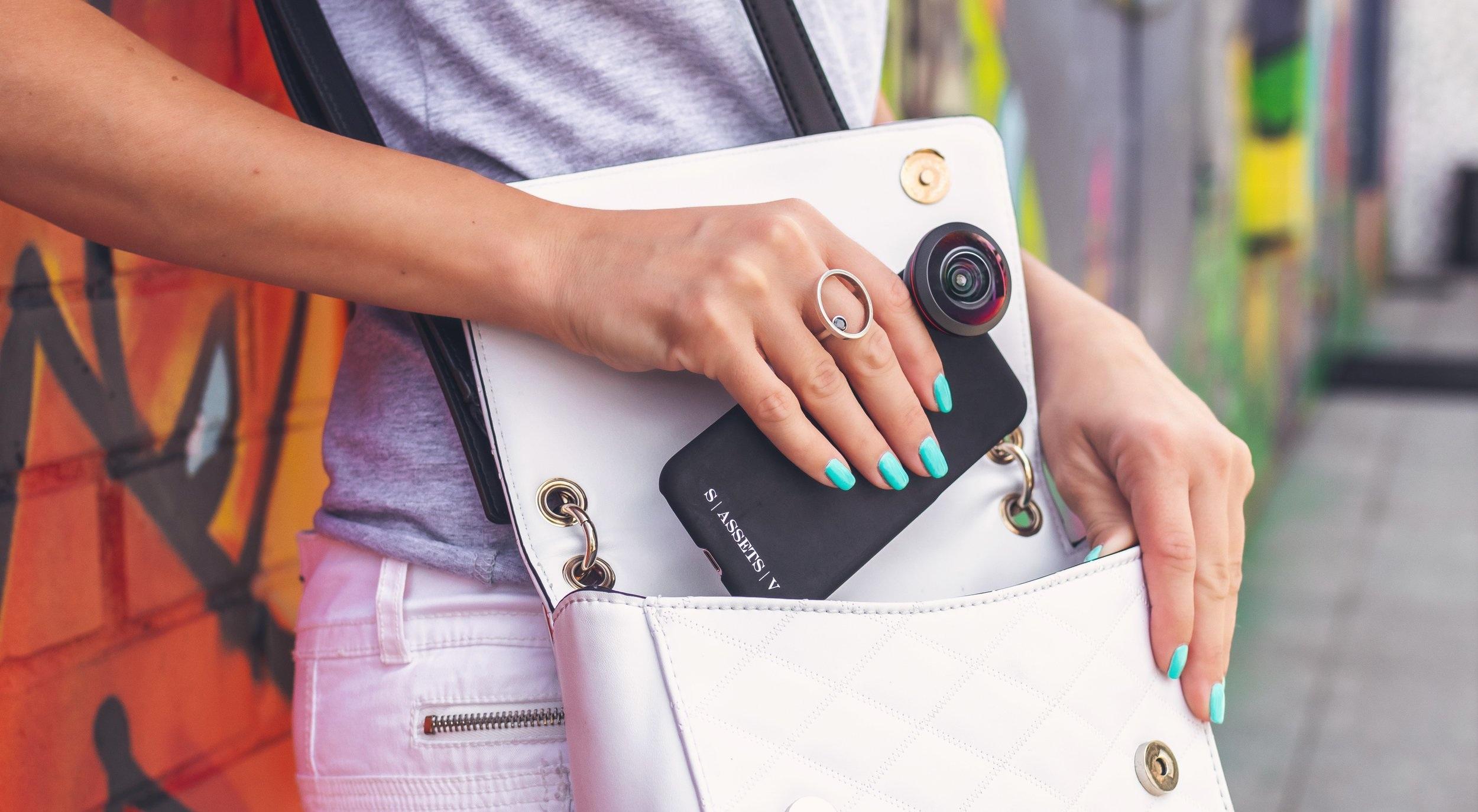 bag-camera-cellphone-2559787.jpg