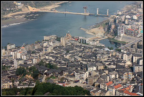 Hongjiang: A View of the City