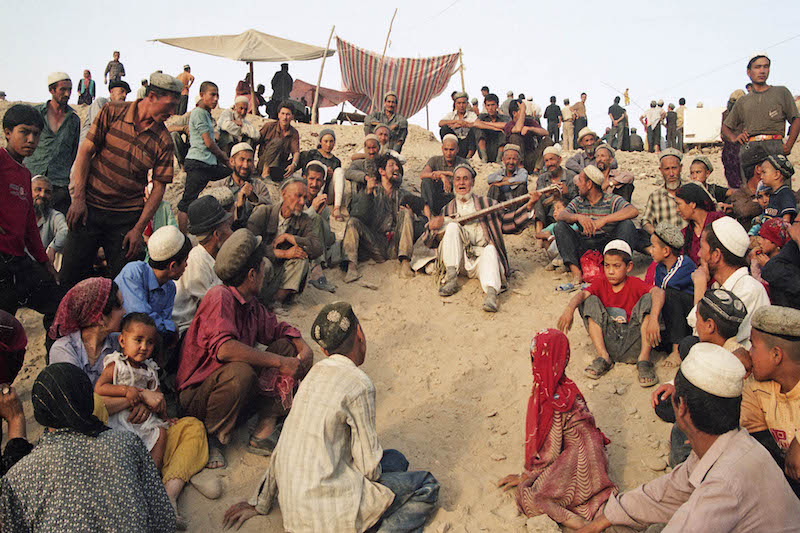 At Kukmarmu Mazar, an entertainer is performing,Hayrat Aisa, 2004.