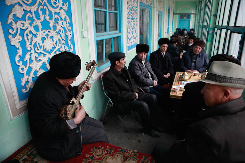 Kurbanjan Samat (Uygur) - The Traditional Teahouses on the Silk Road