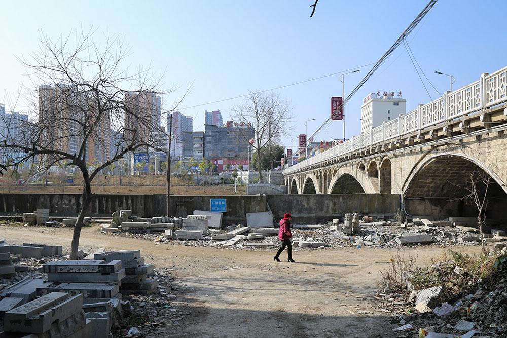 Jiang Yushi (Tujia) - Home: a Changing Mother River