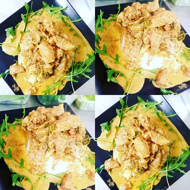 Thai Green Chicken Curry served with Sticky White Rice in a bed of Rocket 💚🍗🥘 #healthyfood #healthy #food #healthylifestyle #fitness #foodporn #foodie #instafood #gym #fit #health #healthyeating #diet #yummy #nutrition #motivation #weightloss #workout #fitnessmotivation #breakfast #foodphotography #foodblogger #eatclean #love #cleaneating #delicious #instagood #fitfam #bhfyp