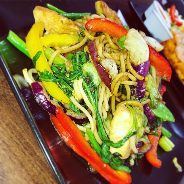 Look at those colours 😍  Have you tried our Chicken Teriyaki?  If not, why not?😵 #avocadospecial #avocadohealthbar #chickenteriyaki
