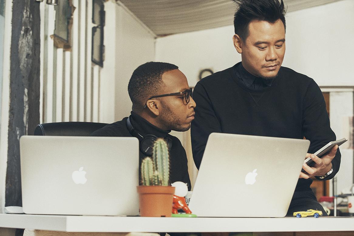 De gauche à droite : Williams Bernard, Développeur mobile / David Maire, Chef de projet / Product Owner