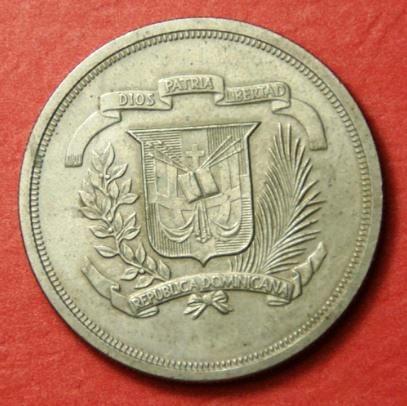 Contramarca sobre moneda dominicana de 1 peso de 1979. 10 aniversario Sociedad Numismática Dominicana