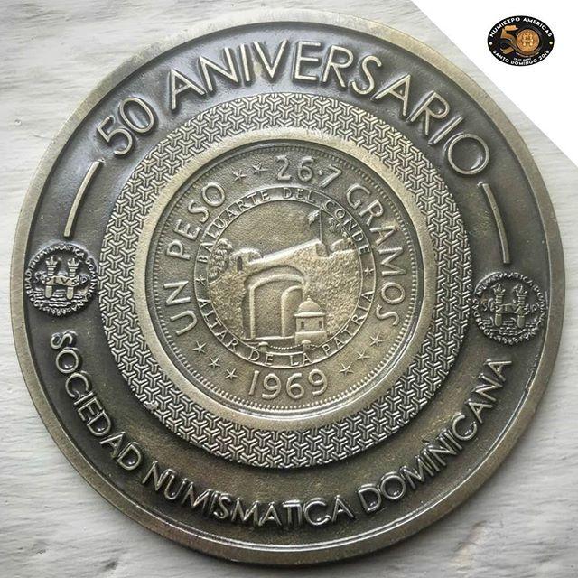 Hicimos entrega a todos nuestro invitados internacionales y locales una medalla 🏅 conmemorativa de nuestro 50 años de aniversario #Numiexpo2019 , gracias a todos los que dijeron presente. -  #Numiexpo2019 #sociedadnumismaticadominicana #moneda #medallas #cultura #coleccionistas #rd #republicadominicana #numismatica
