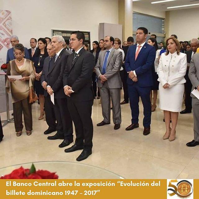 """El @bancocentralrd abre la exposición """"Evolución del billete dominicano 1947 – 2017"""". . Esta actividad del Museo Numismático y Filatélico del BCRD se celebra con motivo del 156 aniversario de la Restauración de la República. . Visite nuestra página web, link en la bio. . #NotaBCRD #CulturaBCRD #BilletesyMonedasBCRD #Numismática #Filatelia #bancocentral #rd  #156AniversariodelaRestauración #GritodeCapotillo #156 #FamiliaBancentraliana #BCRD"""
