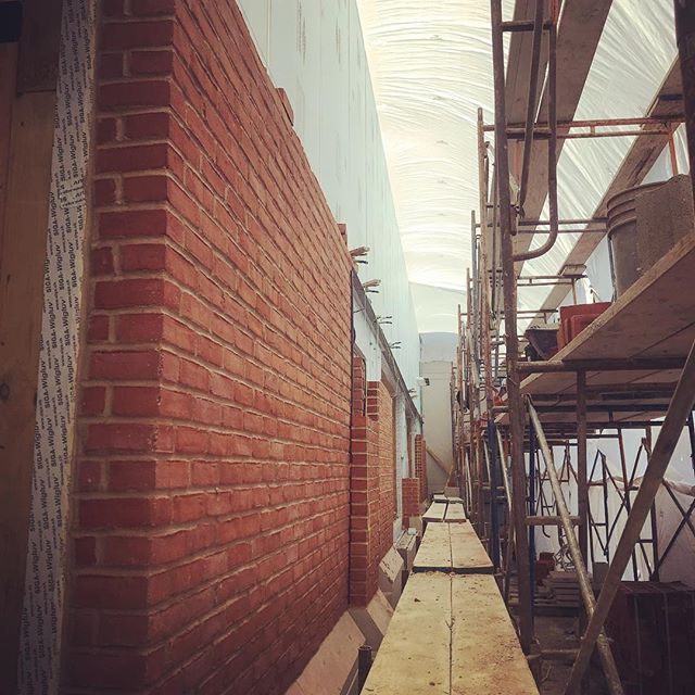 Brick going up. #masonry #brick #mortar #quikrete #architecture #perspective #perspectiveview #horizonline