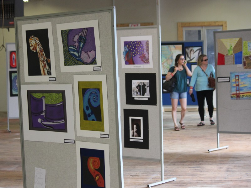 Student-Art-Exhibition-at-GARNER-Arts-Festival-800x600.jpg